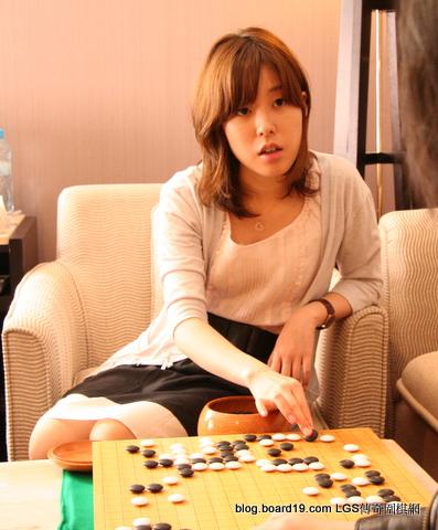 第34期日本棋聖戰開幕! 張栩十段挑戰山下敬吾棋聖, 首日72手封盤打掛.